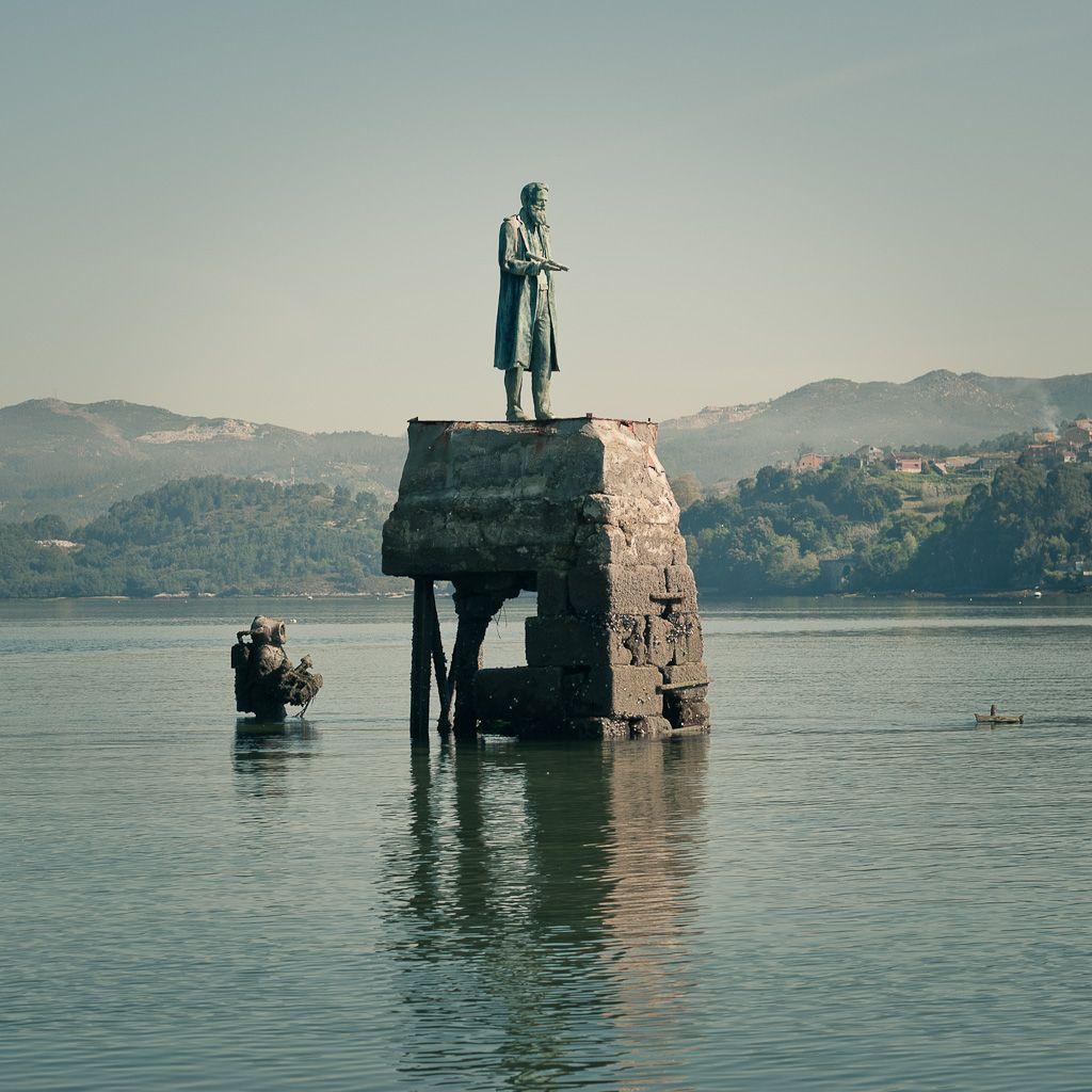 Estatua Capitán Nemo cerca de la Isla de San Simón.