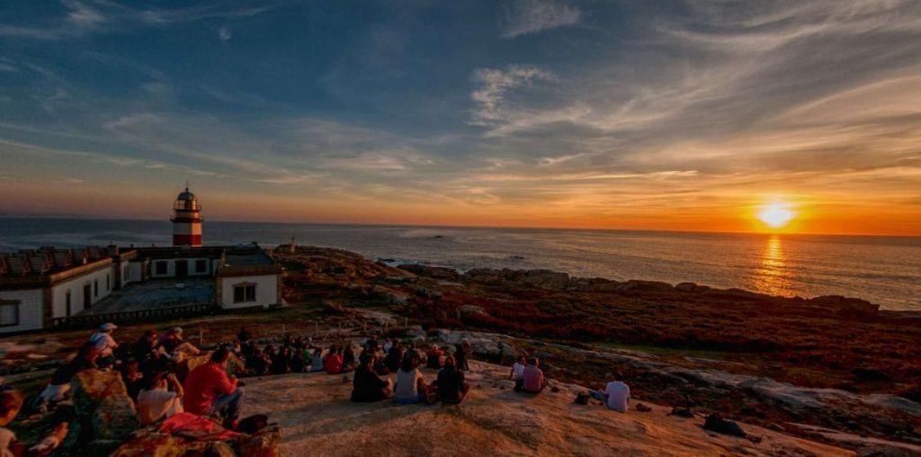 Puesta de sol durante tu alojamiento en las Islas Cíes