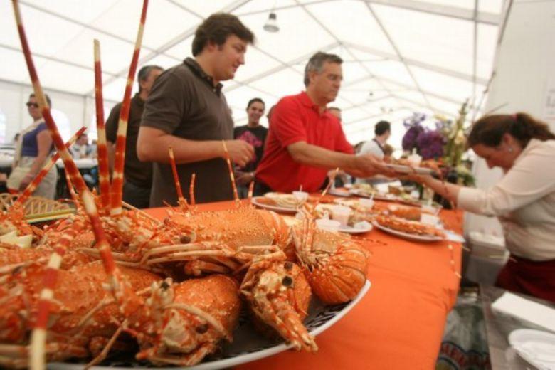 Fiesta de la langosta en la ría de Vigo, en A Guarda