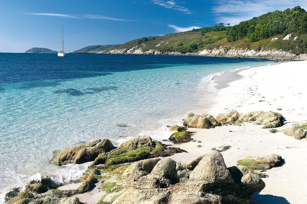 Viaja a la Isla de Ons los fines de semana de junio